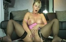 German MILF masturbates and squirts
