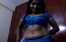 Amateur Indian girl giving a head to her lover